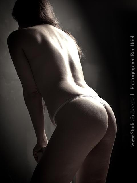 אישה בעירום, צילום מאחור