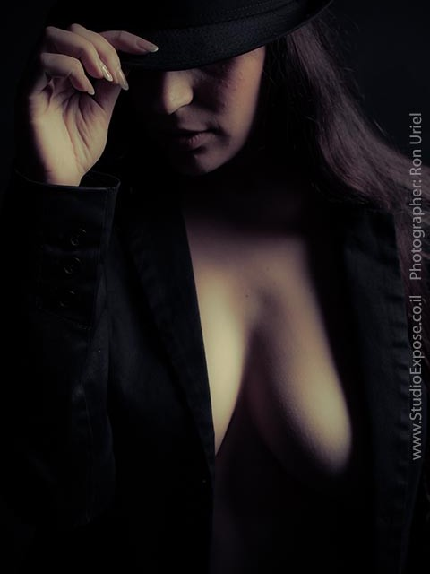 צילום עירום מרומז לאישה