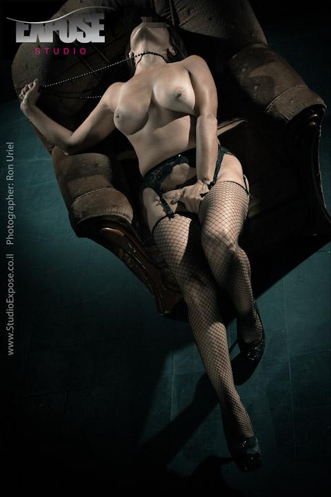 סשן צילומי עירום ארוטיים לאישה