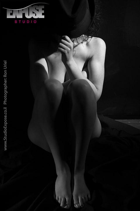 צילום עירום אמנותי מתוך סשן צילומי עירום וארוטיקה לאישה בסטודיו אקספוז