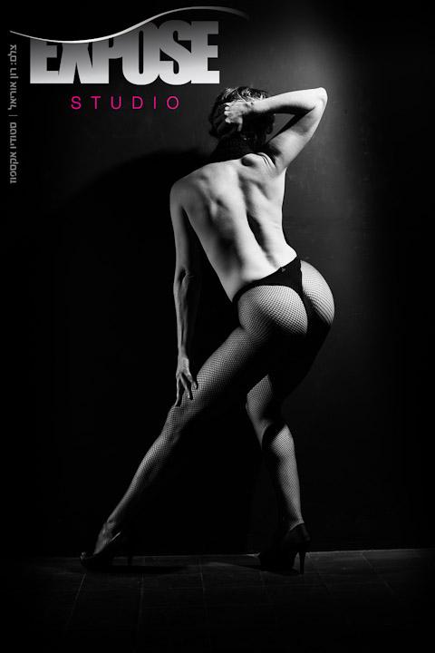 ארוטיקה בתנועה - אישה בצילום עירום
