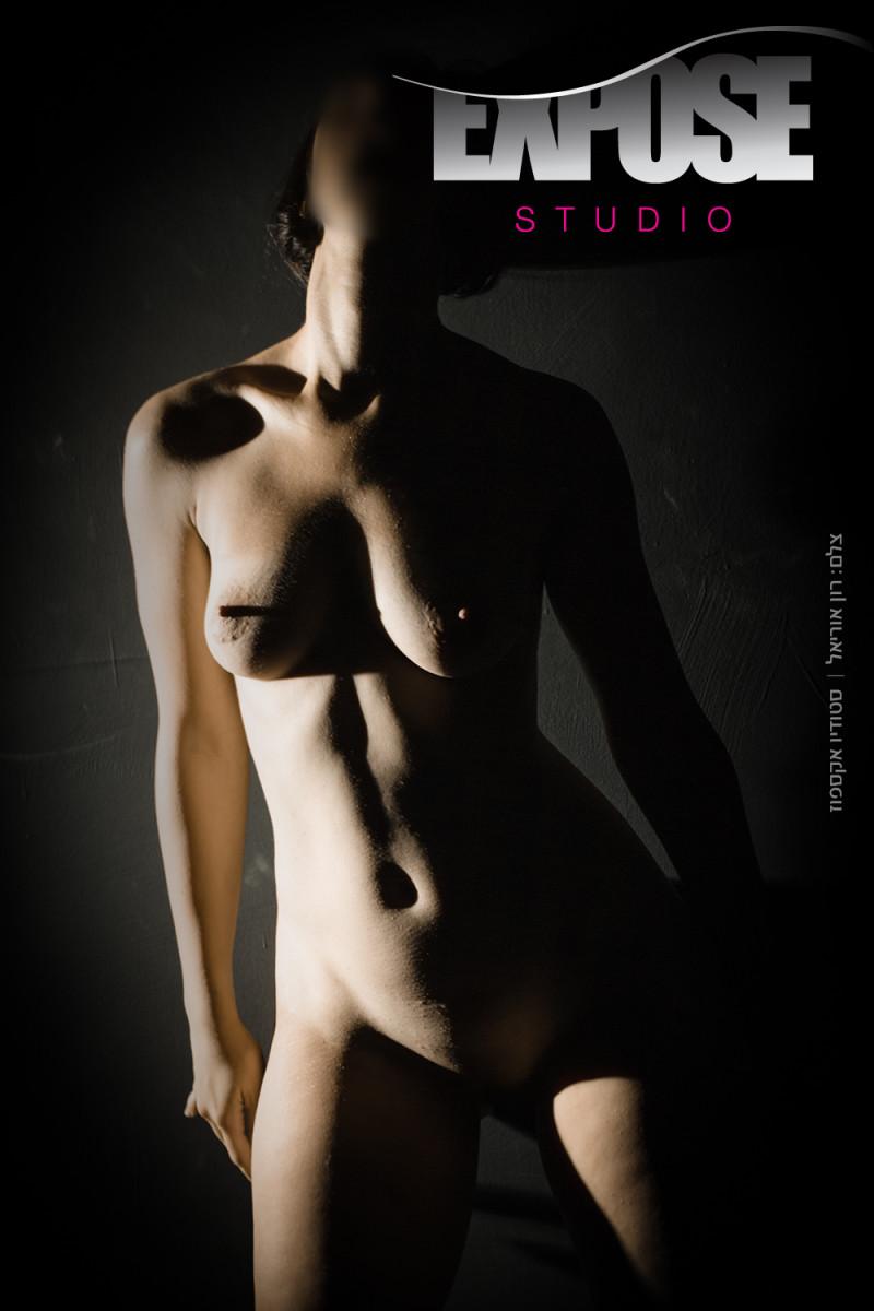 צילום עירום אמנותי וארוטי בסטודיו אקספוז. צלם: רון אוריאל
