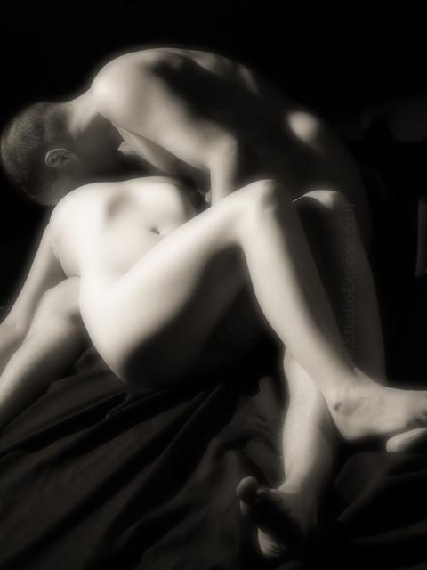 ארוטיקה וצילומי עירום לזוגות. סטודיו אקספוז. צלם: רון אוריאל 054-6622678