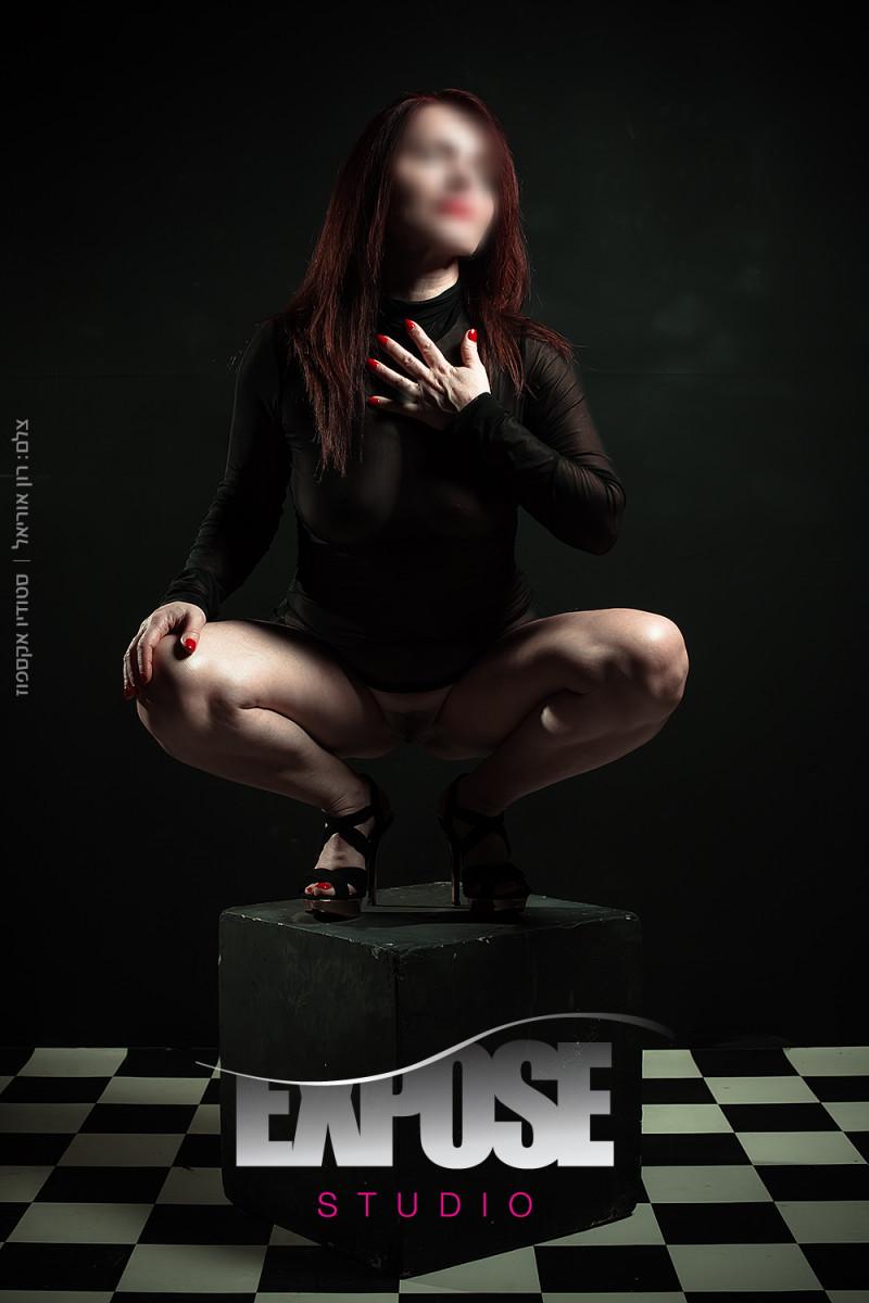 אישה בכריעה - צילום עירום ארוטי