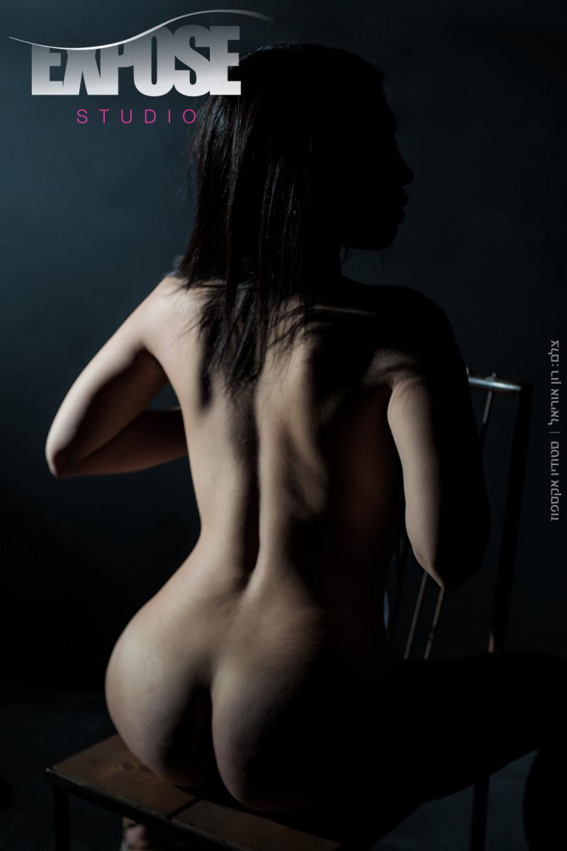 הגב שלה - צילום עירום ארוטי