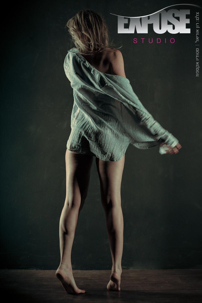 אמצע הלילה - צילומי ארוטיקה ועירום בסטודיו אקספוז