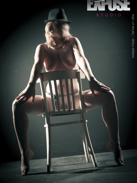 צילום עירום ארוטי נשי בסטודיו אקספוז. צלם: רון אוריאל