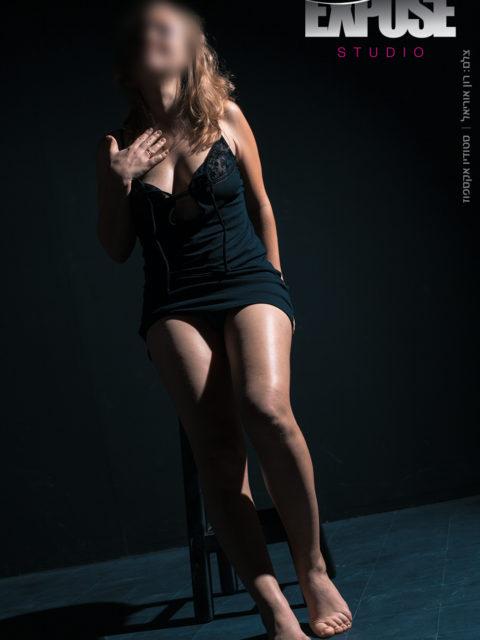 שמלה שחורה. ארוטי. סטודיו אקספוז